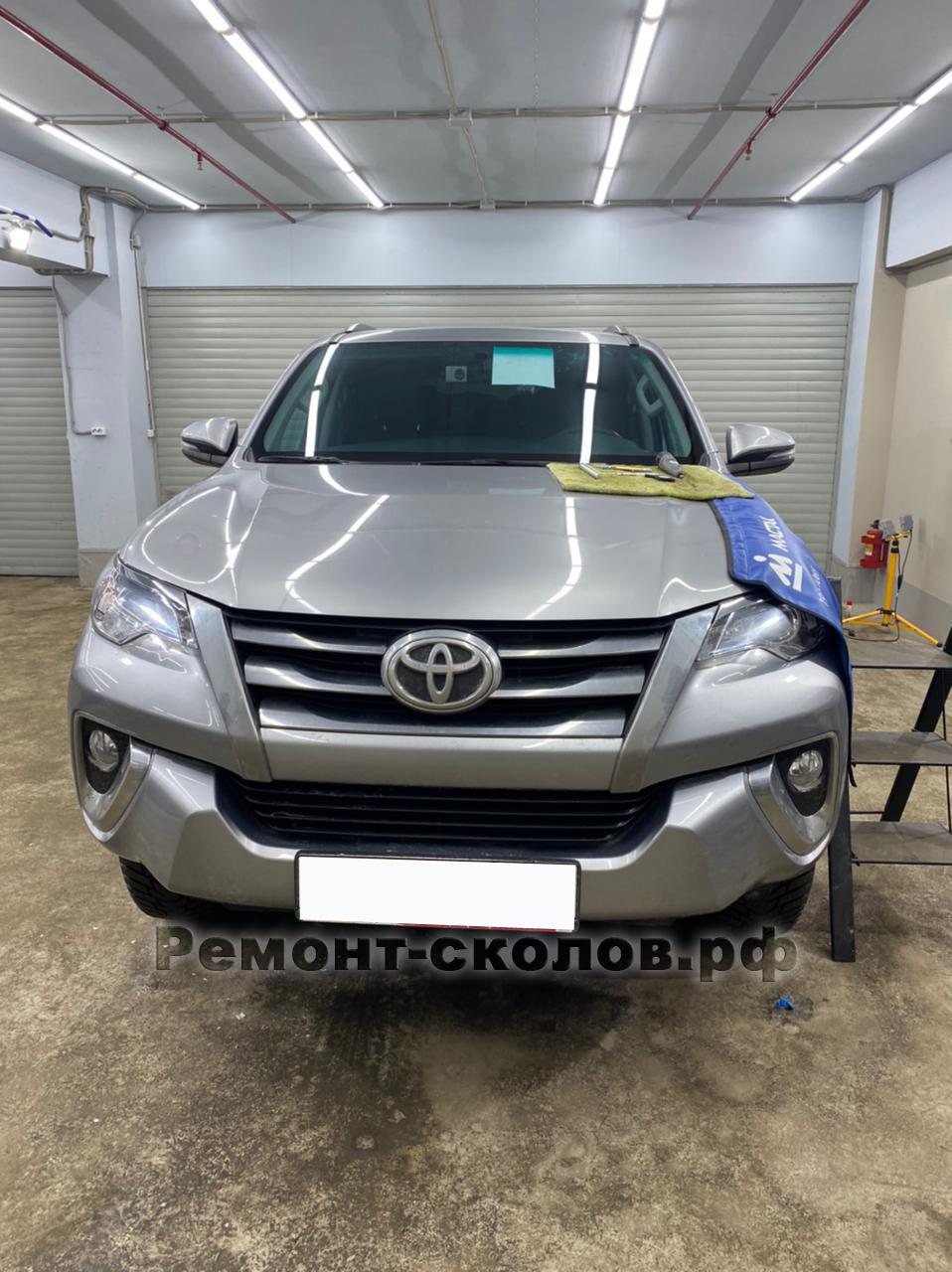 Toyota ремонт трещины на лобовом стекле в ЮЗАО