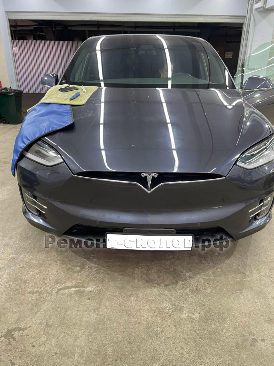 Ремонт скола лобового стекла Tesla в ЮЗАО